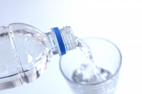 熱中症 対処 水を飲む